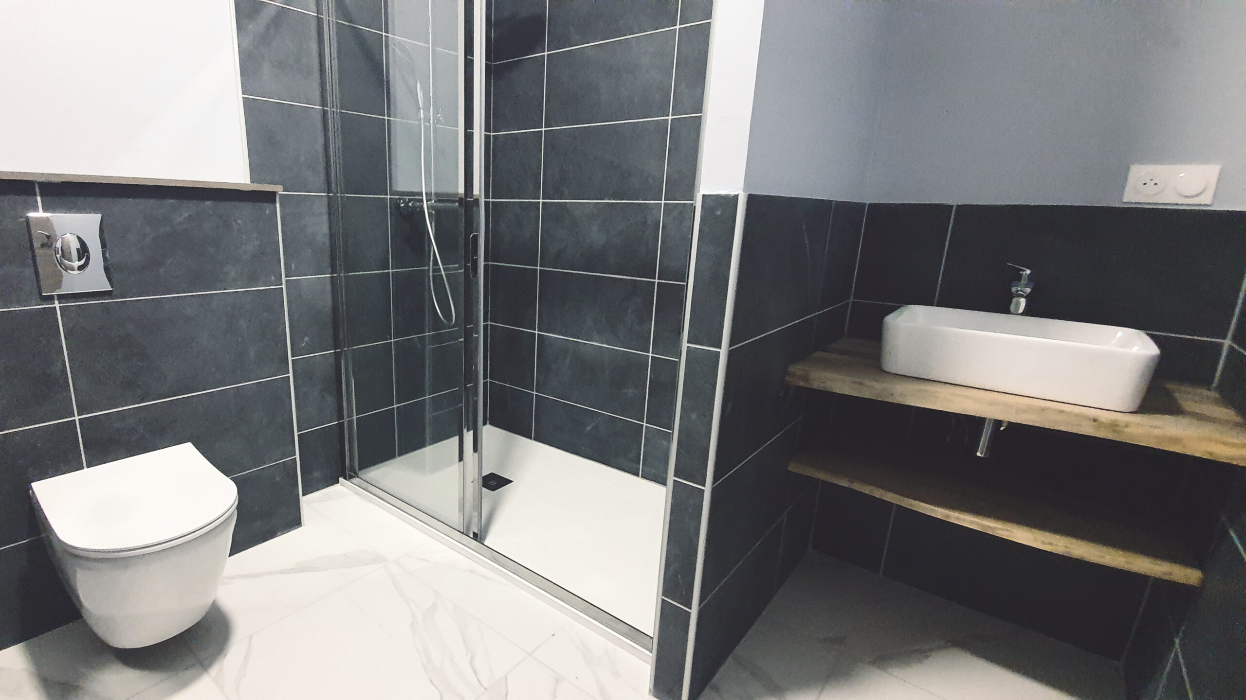 Salle de douche de la chambre 4